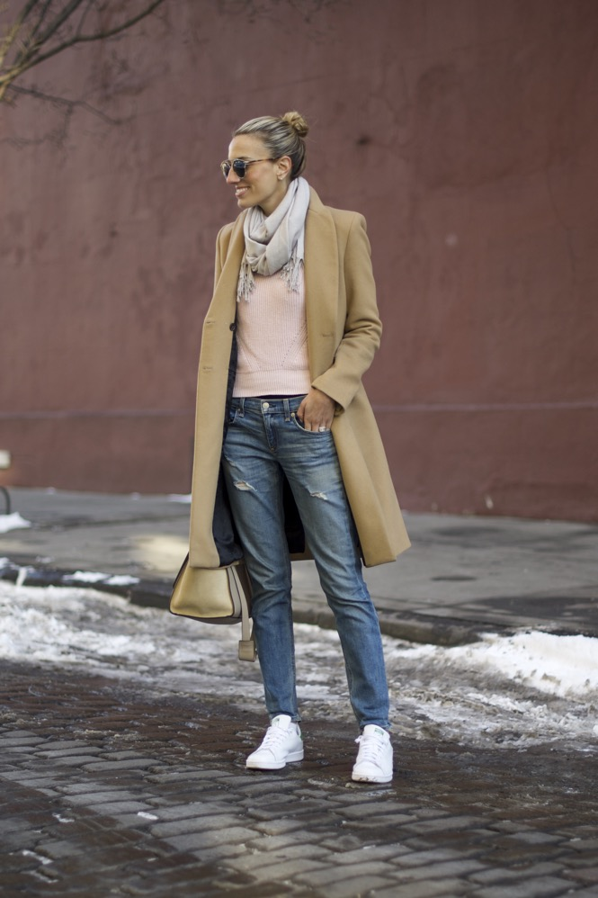 Pink sweater and boyfriend jeans 6