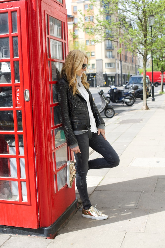 Notting Hill, London, Travel, Chanel, Zara jeans, Telephone Booth