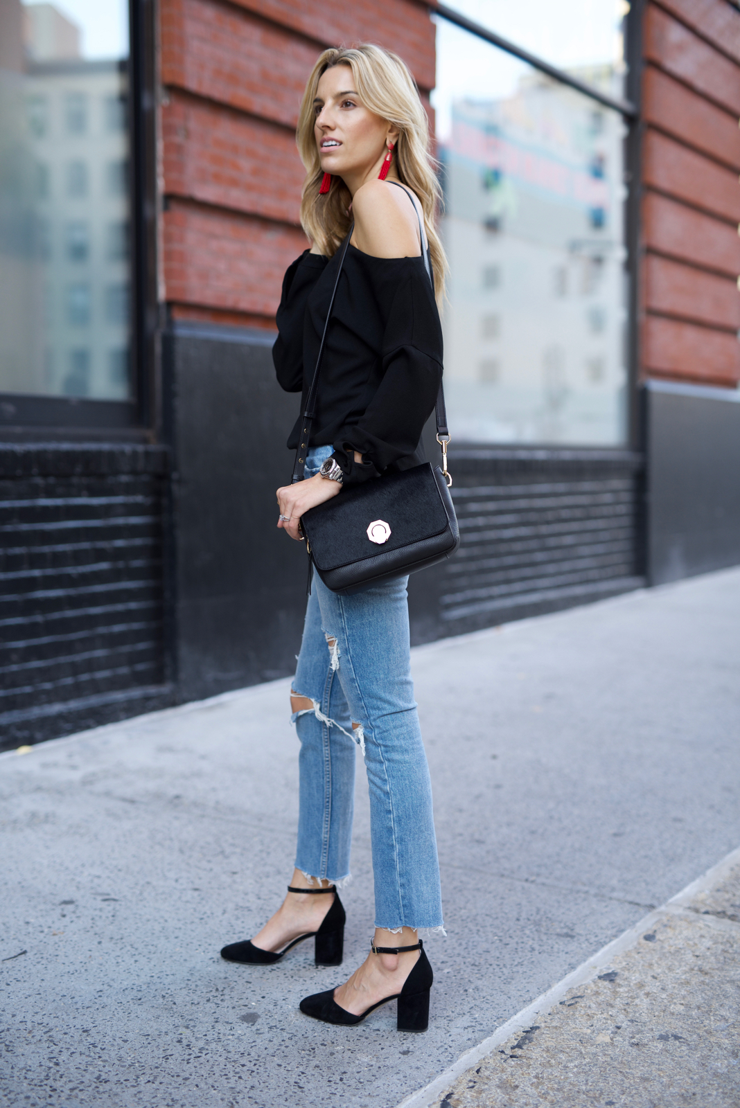 louise et cie, ripped jeans, off-the-shoulder top