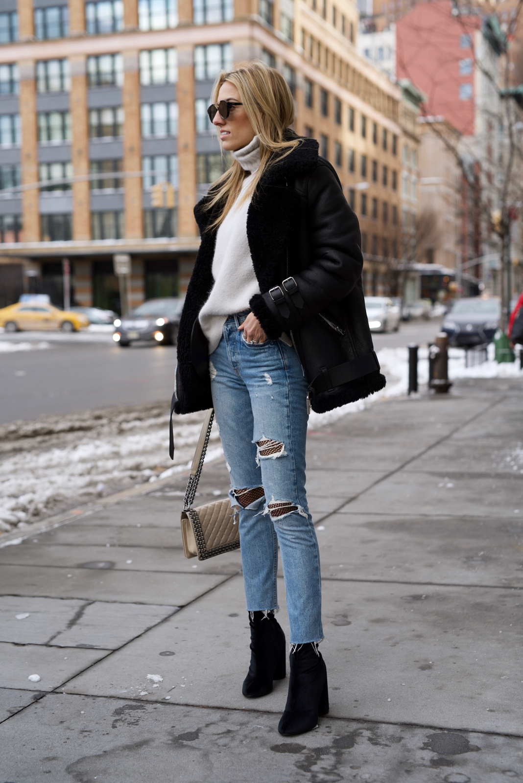 Fishnets & Ripped Jeans Trend, How to Wear Fishnets with Ripped jeans - 1 of 22 (3)