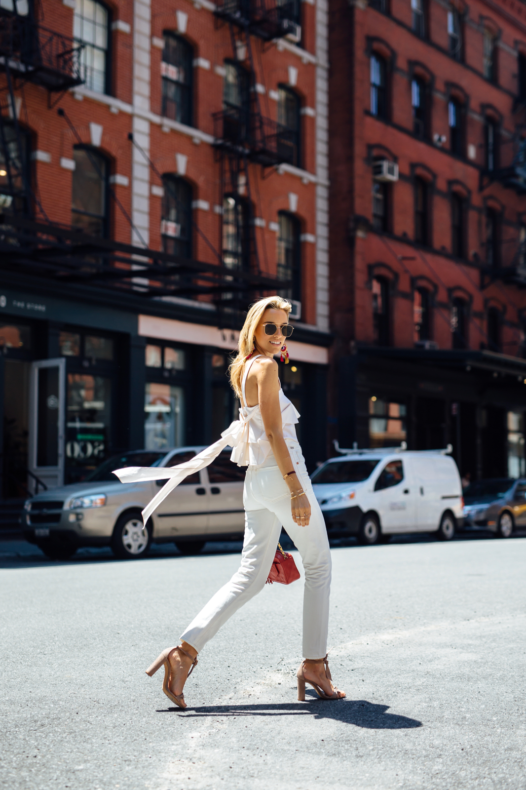 All White Outfit, How to Wear All White, Chanel Vintage, Ruffle top, white jeans